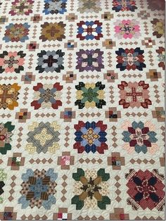 A few weeks ago, I posted some blocks from the Lucy Boston quilt we are working on for our Raffle Quilt. Scrap Quilt Patterns, Pattern Blocks, Crewel Embroidery, Embroidery Patterns, Quilting Projects, Quilting Designs, Cross Quilt, Hexagon Quilt, Hexagons