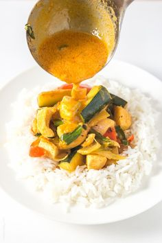 Coconut-Chicken-Thai-Curry-easy-and-healthy-paleo-whole30-glutenfree-lowcarb-1 www.fitinhub.com