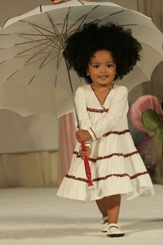 This little girl & her natural hair just steals my heart!!! Such a cutie!