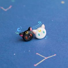 Artículos similares a Sailor moon clay earrings/luna and artemis earstuds/handmade earrings/clay jewelry/cute jewellery/birthday gift gift for her/gift for women en Etsy Cute Polymer Clay, Cute Clay, Polymer Clay Miniatures, Fimo Clay, Polymer Clay Charms, Polymer Clay Jewelry, Clay Earrings, Clay Art Projects, Clay Crafts