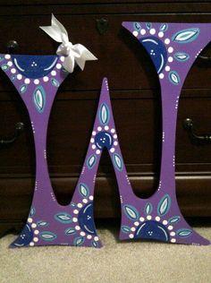 """Purple """"W"""" wooden door hanger"""