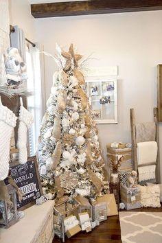 Nice 35 Affordable Rustic Christmas Tree Decoration Ideas https://decorapartment.com/35-affordable-rustic-christmas-tree-decoration-ideas/