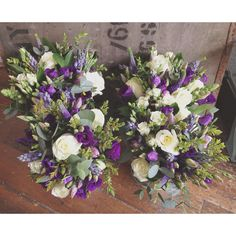 Bridesmaids bouquets purple/cream