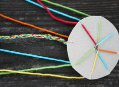 Das verfuchste Klassenzimmer: Knüpfen mit der Scheibe The most exhausted classroom: knot with the di Diy For Kids, Crafts For Kids, Diy And Crafts, Arts And Crafts, Crafty Kids, Camping Crafts, Mothers Day Crafts, Craft Shop, Textiles