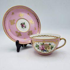 На данном изображении может находиться: кофейная чашка Pink Cups, Tea Cup Saucer, High Tea, Teacups, Bone China, Tea Time, Exotic, Decorative Plates, Auction
