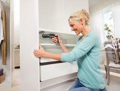 Lehký, kompaktní aku šroubovák páté generace Bosch IXO V Full vhodný pro běžné domácí práce. Napětí článku 3,6 V, kroutící moment 4,5 Nm. Součástí balení je úhlový a excentrický nástavec.