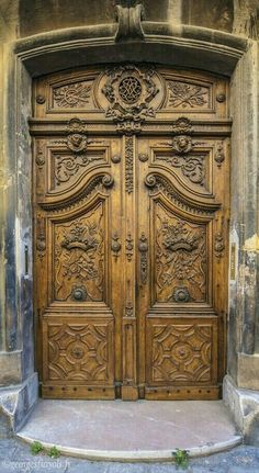 33 Inspiring Carved Wood Doors Design Ideas Best Picture For wooden doors jali For Your Taste You are looking for something, and it is going to tell you exactly what you are looking for, and you didn' Custom Wood Doors, Wooden Doors, Old Wood Doors, Entrance Doors, Doorway, This Old House, Porte Cochere, Wooden Door Design, Cool Doors