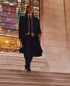 loki_the_god_of_mischeif_animated_gif_by_thewraithoftheopera-d6v50nl.gif (245×300)