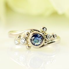 Galleri Castens - Whitegold ring with sapphire - a classic with a twist