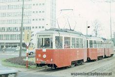 """""""Trójka"""" przecina Rondo XXX-lecia PRL (dziś Rondo Jagiellonów) w kierunku Wilczaka / Maj 1977. Wówczas sterowanie ruchem na rondzie odbywało się za pomocą sygnalizacji świetlnej"""