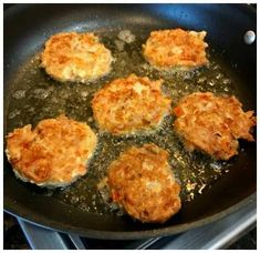 This Keto Tuna Cakes Recipe was made by accident but turned out ABSOLUTELY DELICIOUS! If you like tuna, you will love this tuna patties recipe! It's a keto diet recipe that is easy to make and is sure to please your family! Tuna Recipes, Low Carb Recipes, Dinner Recipes, Ketogenic Recipes, Dinner Ideas, Buffalo Chicken, Zucchini, Tuna Patties