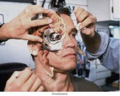 Arnold Schwarzenegger in Terminator 2 1991 Behind the Scenes: 25 Classic Hollywood Moments American Psycho, Movie Props, Movie Costumes, Clint Eastwood, King Kong, Love Movie, I Movie, Terminator 2, Terminator Makeup