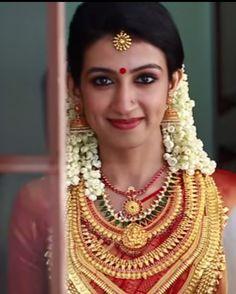 Jewellery South Indian Wedding Saree, Indian Bridal Wear, South Indian Bride, Kerala Bride, Hindu Bride, Bridal Beauty, Bridal Makeup, Malayali Bride, Jasmine