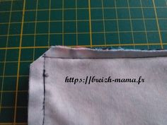 Tuto coudre un coussin berlingot porte tablette ou smartphone - Couture Couture Main, Smartphone, Portable, Ipad, Rose, Crochet, Tableware, Simple Sewing Projects, Beginner Sewing Projects