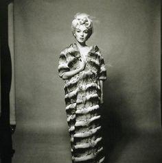 marilyn-monroe-bert-stern-fur-coat-5