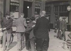 1941. Two men suspected of trading in stolen distribution coupons arrested in front of café Hoppe at Spui in Amsterdam. Photo Stadsarchief Amsterdam / Bart de Kok. #amsterdam #worldwar2 #1941 #Spui #Hoppe