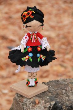 This is a lovely folk doll, so detailed Crochet Doll Pattern, Crochet Toys Patterns, Stuffed Toys Patterns, Doll Patterns, Amigurumi Patterns, Knitted Dolls, Crochet Dolls, Crochet Fairy, Doll Tutorial