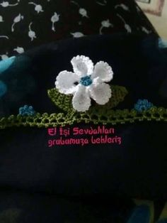 This Pin was discovered by HUZ Beanie, Scarf, Laundry, Templates, Tricot, Appliques, Ornaments, Embroidered Bag, Trapillo