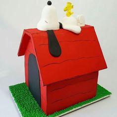 Um espetáculo esse bolo produzido por @bolos_personalizados_laisegama . Quero pra mim! Ameiiiiiiiiii      #festejarcomamor #festainfantil #festamenina #festamenino #festameninoemenina #maedemenino #maedemenina #aniversarioinfantil #aniversariomenina #aniversariomenino #partyideas #kidspartyideas #snoopy #cake #cakesideas #bolodecorado #bolopersonalizado #bolodefesta #aniversariodecriança #fiestasinfantiles #fiestainfantile #cumpleaños #birthdayparty #fete #festa by festejarcomamor
