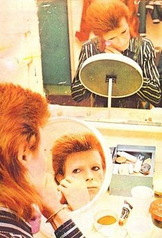 David Bowie turning into Ziggy Stardust...