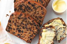 This tea loaf recipe combines Rooibos tea bags, mixed dried fruit and sweet brown sugar together to make a delicious cake that is complete with a generous helping of butter - the perfect afternoon treat. This recipe serves people and will take aroun Loaf Recipes, Snack Recipes, Snacks, Fruit Loaf Recipe, Uk Recipes, British Recipes, Scottish Recipes, Picnic Recipes, Weetabix Cake