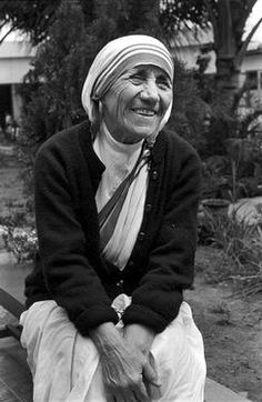 Mother Teresa of Calcutta, one of the most iconic figures of the century, will become a Catholic saint on September in a mass led by Pope Francis. Catholic Saints, Roman Catholic, Juan Pablo Ll, Saint Teresa Of Calcutta, Mother Teresa Quotes, Acts Of Love, Love Is An Action, Blessed Mother, Pope Francis