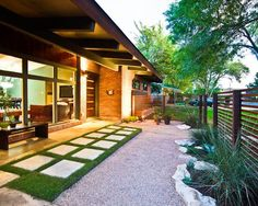 Small modern front yard landscaping ideas for ranch style homes In modern front yard landscaping, space is not too important because designs and function are Modern Landscape Design, Landscape Plans, Modern Landscaping, Front Yard Landscaping, Landscaping Ideas, Pavers Ideas, Modern Design, Patio Fence, Brick Fence