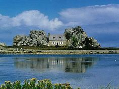 Cottage between a rock and a hard place...Brittany, France