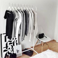 Ben jij het zat om steeds in jouw kledingkast te kijken en niks leuks te zien? Dan is de capsule wardrobe echt wat voor jou!