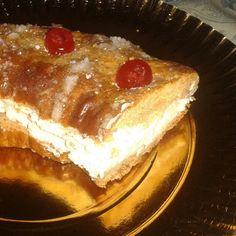 Roscón de Reyes casero relleno de nata.