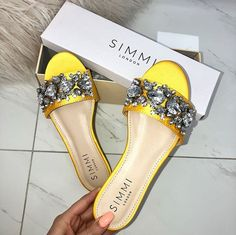 Slide Sandals, Shoes Sandals, Flat Shoes, Flat Sandals, Shoe Closet, Shoe Bag, Trendy Sandals, Jeweled Shoes, Stylish Sunglasses