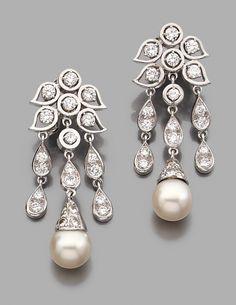Détail du lot RENé BOIVIN Année 1960 Paire de pendants d'oreilles en or gris, formés de motifs de petites feuilles ajourées serties de diamants