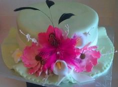 Watching the Kentucky Derby is exciting but the best part for me is seeing the fancy hats on parade. Here is a hat cake made by Patticakes for a 2012 Derby Party.