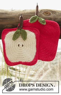 Crochet DROPS apple pot holders in Paris. Free crochet pattern by DROPS Design. Crochet Apple, Crochet Pig, Crochet Amigurumi, Crochet Home, Love Crochet, Crochet Crafts, Crochet Design, Crochet Bikini, Crochet Potholder Patterns