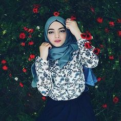Setahunbaru: Beautiful Hijab in Love Muslim Fashion, Modest Fashion, Hijab Fashion, Women's Fashion, Celebrity Fashion Outfits, Female Outfits, Kalamkari Dresses, Iranian Women, Boy Photography Poses