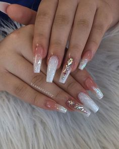 On average, the finger nails grow from 3 to millimeters per month. If it is difficult to change their growth rate, however, it is possible to cheat on their appearance and length through false nails. Bling Acrylic Nails, White Acrylic Nails, Glam Nails, Best Acrylic Nails, Dope Nails, Rhinestone Nails, Summer Acrylic Nails, Bling Nails, Acrylic Nail Designs