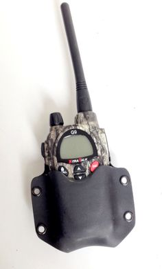 kydex pouch for radio midland Funda de kydex para radio midland Radios, Bail Out Bag, Kydex Holster, Leather Projects, Ham Radio, Paracord, Airsoft, Communication