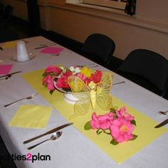 Tablescape: Spring Table Decorations for a Group Meal
