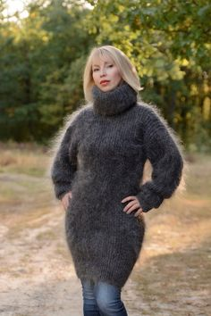 Thick Sweaters, Cute Sweaters, Sweaters For Women, Turtleneck Outfit, Sweater Outfits, Sweater Dresses, Gros Pull Mohair, Fur Fashion, Womens Fashion
