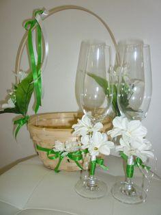 svadobný košík a svadobné poháre