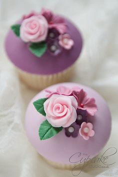 Pink and purple floral cupcakes ♥