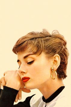 Pin By Lynne Austin On Audrey Hepburn Audrey Hepburn Pixie Vintage Short Hair Audrey Hepburn Hair
