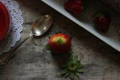 Vanilla&Staubzucker: Cocoa roll with strawberries and mascarpone cream - Rollata al cacao con fragole e crema di mascarpone - Kakao rolada s jagodama i kremom od mascarponea