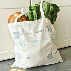 Make this easy arrow market tote with our printable arrow stencil! stencil!!!
