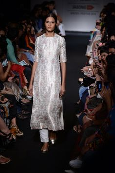 Versatile Shalwar Kameez Designs For Ladies - Trend und Mode Indian Designer Suits, Indian Suits, Indian Attire, Indian Wear, Kurta Designs, Blouse Designs, Chudidhar Designs, Ethnic Fashion, Indian Fashion