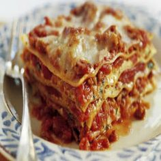 The ultimate vegetarian lasagne is made with a quick homemade tomato sauce and even quicker besciamella (cream sauce) for layering Lasagna With Cottage Cheese, Ricotta Cheese Recipes, Lasagna Recipe With Ricotta, Cottage Cheese Recipes, Easy Homemade Lasagna, Homemade Tomato Sauce, Bechamel, Queso Ricotta Recetas, Gourmet