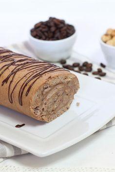 Il tronchetto al caffè è un semplice ma goloso dolce di pasta biscotto farcito con crema aromatizzata al caffè.