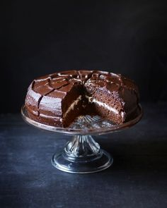 Devil& cake- Gâteau du diable You will find on Madame Gateau a multitude of … - Magic Chocolate Cake, Chocolate Lovers, Chocolate Desserts, Köstliche Desserts, Delicious Desserts, Chocolat Cake, Devils Food, Angel Cake, Mocca