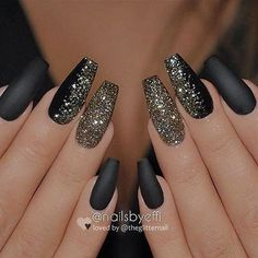 Easy Spring Nails & Spring Nail Art Designs To Try In Matte black nails with glitter Coffin Nails Matte, Best Acrylic Nails, Acrylic Nail Designs, Nail Art Designs, Nails Design, Stiletto Nails, Fingernail Designs, Sparkle Nail Designs, Black Nails With Glitter