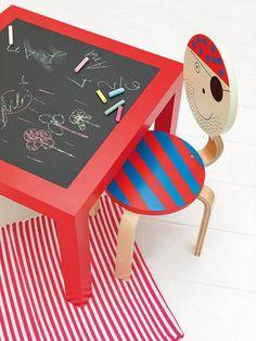 Una mesa de pizarra (¿+ magnética?